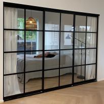 Tilanjakaja/liukuovi Mirror Line Ruudukko musta kolmella ovella, korkea malli, mittatilaus