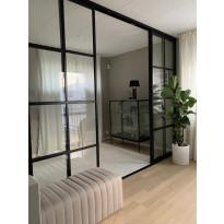 Tilanjakaja/liukuovi Mirror Line Ruudukko musta neljällä ovella, matala malli, mittatilaus