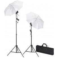 Studion valosarja kolmijaloilla ja sateenvarjoilla
