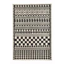 Villamatto Mum's Loves Africa, 170x240cm, mustavalkoinen