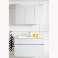 Kylpyhuoneryhmä East 900 peilikaapilla, valkoinen
