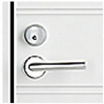 Oikeakätinen ovi (saranat oikealla puolella ulkopuolelta katsottuna)
